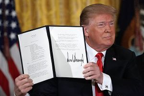 Tổng thống Donald Trump ra lệnh thành lập quân chủng bộ đội không gian