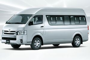 Toyota Hiace mới giảm giá tới 241 triệu tại Việt Nam có gì?