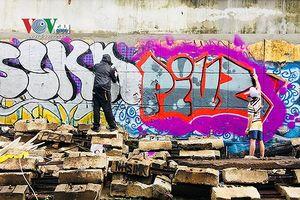 Đường phố Hà Nội nham nhở vì Graffiti