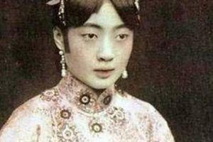 Hoàng hậu cuối cùng của Trung Quốc 'nghiện' khỏa thân