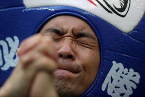 Cổ động viên không kìm nổi nước mắt trước chiến tích của Nhật Bản