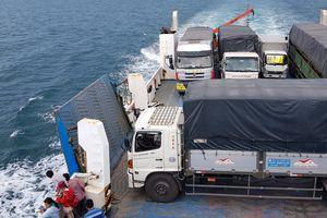 Phà dừng ngoài biển Phú Quốc để cảnh sát bắt hai tên cướp