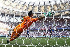 Thủ môn Nhật Bản tái hiện pha cứu thua thần thánh ở World Cup