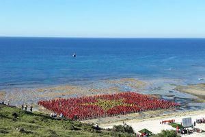3.000 người lập kỷ lục tạo hình quốc kỳ Việt Nam tại đảo Lý Sơn