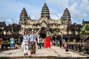 Người Campuchia gần Angkor 'vừa ăn cưới, vừa đuổi ruồi'