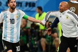 HLV Sampaoli nói gì về quyền lực đen của Messi?