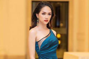 Hoa hậu chuyển giới Hương Giang gặp sự cố khó hiểu khi diễn thời trang