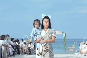 Cindy Thái Tài gây bất ngờ khi trình diễn thời trang