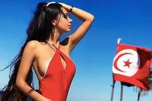 Người tình James Rodriguez 'chịu khó' khoe 3 vòng bốc lửa với bikini