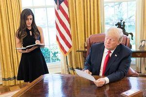 Chân dung nữ trợ lý 27 tuổi, nhận mức lương 130.000 USD/năm của Tổng thống Trump