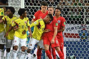 Cầu thủ Colombia xứng đáng nhận thẻ đỏ khi húc cằm Henderson