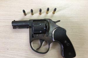 Cựu trưởng công an xã nổ súng dọa hàng xóm