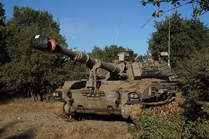 Soi dàn vũ khí Israel triển khai sát biên giới Syria