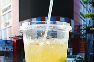 Giới trẻ Sài thành thích thú với đồ uống siêu bự cho mùa hè nắng cháy