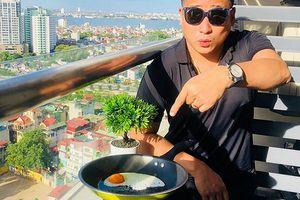 Diễn viên Minh Tiệp trổ tài rán trứng bằng… nhiệt độ gần 50 độ C ở Hà Nội