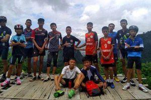 HLV của đội bóng Thái Lan mắc kẹt trong hang đối diện với án phạt