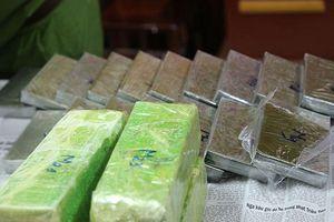 Bắt 2 đối tượng vận chuyển 19 bánh heroin tại Nghệ An
