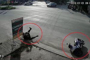 Clip: Xe đạp điện sang đường như trong sân nhà, xe máy ngã văng cả chục mét