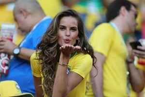 Những bóng hồng gây bão khán đài vòng 1/8 World Cup