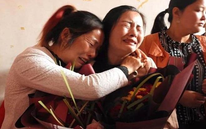 Cô gái bị bắt cóc từ năm 7 tuổi đoàn tụ mẹ ruột sau hơn hai thập kỷ
