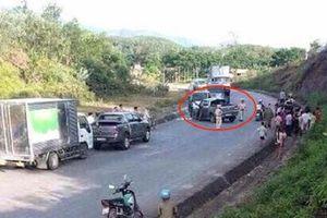 Nghệ An: Cảnh sát đón lõng, bắn thủng lốp xe bán tải chở 19 bánh heroin