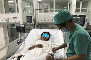 Chạy máy ECMO cứu sống 2 bệnh nhi viêm cơ tim cấp nặng