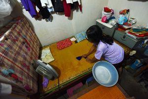 Xóm chạy thận ở Hà Nội vật lộn trong nắng nóng gần 50 độ C