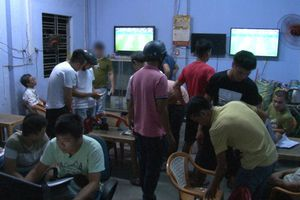 Theo chân công an triệt phá ổ cá độ bóng đá mùa World Cup ở Huế