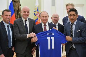 Tổng thống Nga Vladimir Putin gặp các huyền thoại bóng đá