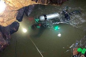 Một thợ lặn tử vong khi tham gia giải cứu đội bóng Thái Lan mắc kẹt