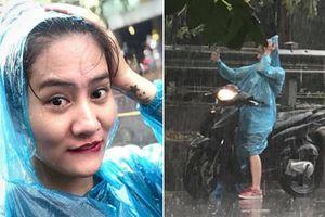 Clip Hà Nội mưa lớn giải nhiệt cho triệu người, diễn viên trẻ đẹp dừng SH chụp tự sướng