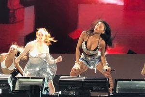 Nicole Scherzinger biểu diễn lúc rạng sáng, sexy hết mức tại Đà Nẵng