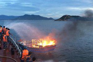 Cán bộ, chiến sĩ Tàu 852, Lữ đoàn 161 kịp thời cứu tàu cá của ngư dân bị cháy