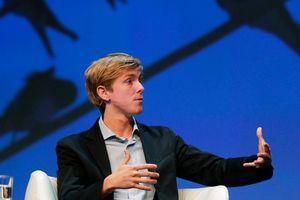 Đồng sáng lập Facebook: Mỹ nên phát tiền cho toàn dân