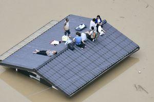 Hình ảnh kinh hoàng về cơn 'đại hồng thủy' phía tây Nhật Bản