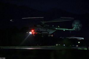 Video trực thăng hối hả đưa các cầu thủ nhí Thái Lan tới bệnh viện