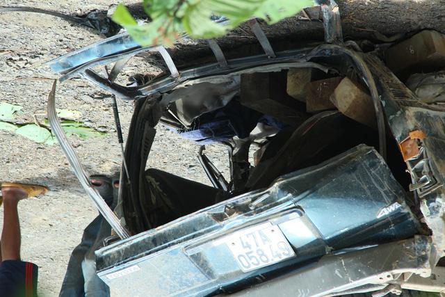Đắk Nông: Lật xe chở gỗ lậu, 2 người đàn ông bị đè chết tại chỗ