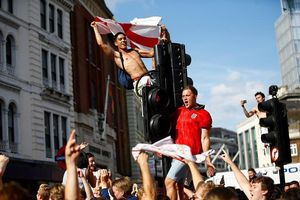 Người Anh phát cuồng sau khi đội tuyển tiến vào Bán kết World Cup
