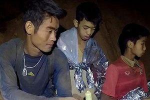 Huấn luyện viên Thái Lan đã được cứu ra ngoài vì sức khỏe yếu