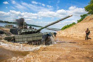 Mục kích Công binh Nga so tài đưa xe tăng vượt sông