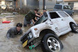 Lũ lụt nhấn chìm nhiều khu vực ở Nhật Bản, hơn 240 người chết và mất tích