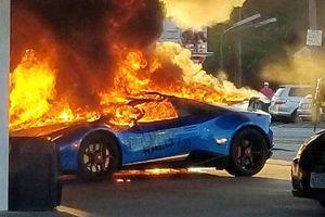 Lamborghini Huracan Performante cháy rụi ở trạm xăng