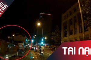 Tai nạn liên hoàn, 3 xe bán tải và 1 xe tải dính chùm tại Hà Nội