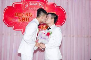 Đám cưới đẹp như mơ của cặp đồng tính nam từng tự tử vì nhau