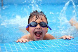 Cha mẹ cần biết: Dù đã biết bơi, trẻ cũng không an toàn khi ở dưới nước
