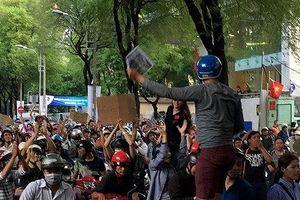Khởi tố đối tượng kích động công nhân biểu tình