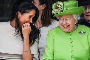 Những phút thân thiết bên Nữ hoàng của Meghan Markle và Kate Middleton