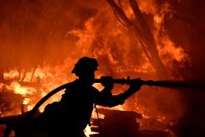 Cháy rừng khủng khiếp 'nhấn chìm' California (Mỹ) trong biển lửa