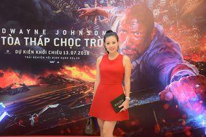 Thanh Hương 'Quỳnh búp bê' mặc váy đỏ quyến rũ đi xem phim
