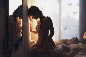 Giả có thai thử lòng bạn trai kém tuổi, gái xinh đòi chia tay nhưng vẫn yêu điên dại